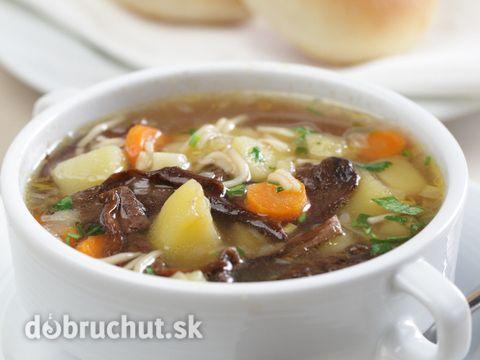 Česká bramboračka s hubami -  Huby varíme v kastróli s 0,5l vody. Vo veľkom hrnci rozpustíme maslo, prisypeme doňho múku a za stáleho...