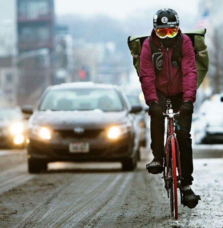 bike messenger in the snow