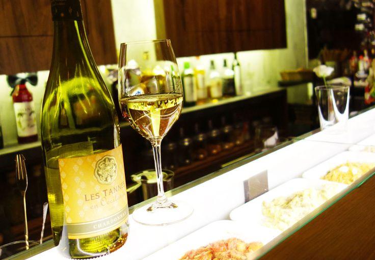 グラスワインは1杯¥500- 赤白それぞれ3種類から選べます。