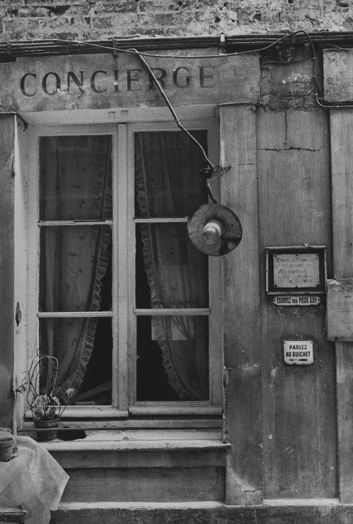 1979. Loge de concierge, 7 rue de Chaumont   Paris, par Jean Mounicq