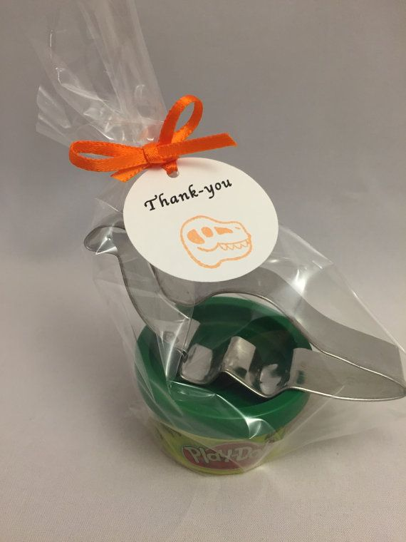 This cute little Dinosaur favors comes with a mini container of Play Doh and a metal Dinosaur cutter presented in a celo bag with a Dinosaur themed thank you tag. These are perfect favors for a little boys or little girls dinosaur party. Please note that you will receive a selection