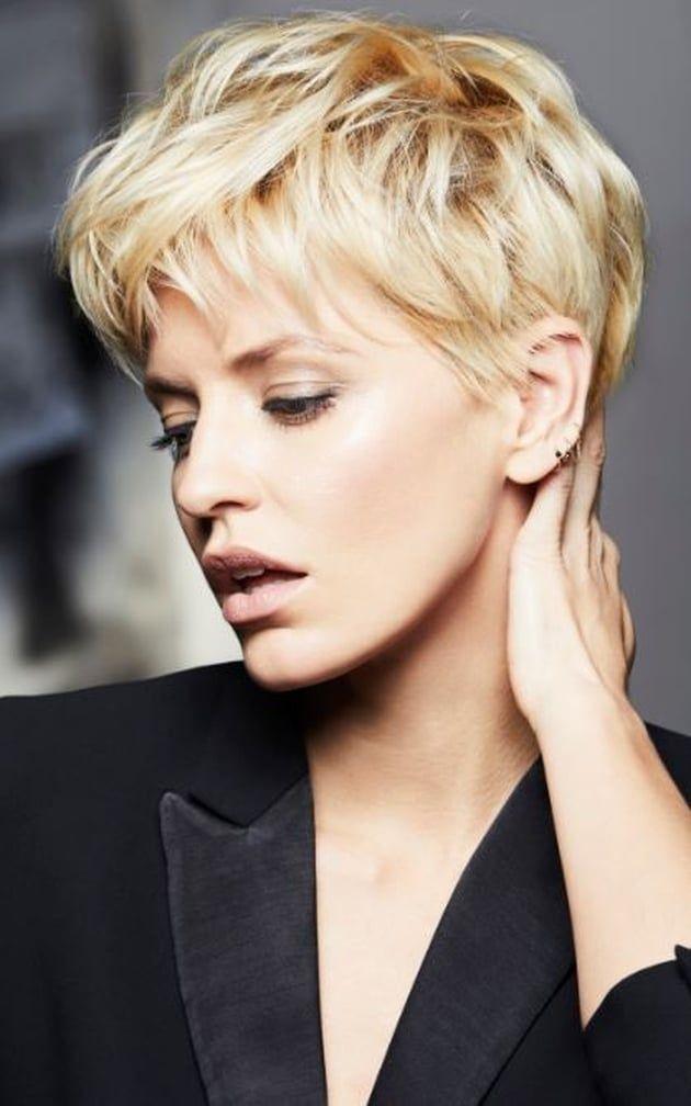 Modele coiffure cheveux court blond