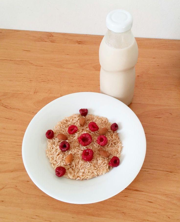 Homemade coconut-almond milk ricepudding with cinnamon, raspberries and almonds.