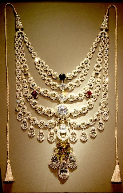 Cartier created the most impressive piece of jewellery for Maharaja Bhupinder Singh of Patiala in the year 1928. The design comprised of five rows of diamonds set in a platinum chain with the world's seventh largest diamond from De Beers. The masterpiece took around three years to be completed.