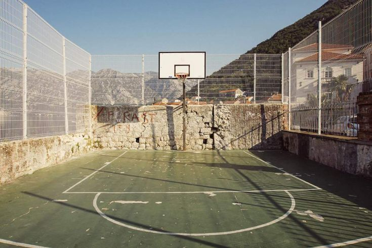 Photos of Pick Up Basketball in Former Yugoslavia - VICE Sports