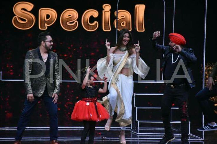 Shilpa sheety kundra with Daler mehandi and Mika Singh at Super dance 2