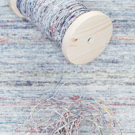 Yarn from old newspapers by Greetje van Tiem | Sustainable Design |