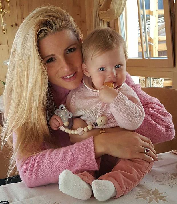 Michelle Hunziker posa con Celeste: per entrambe il look è rosa!