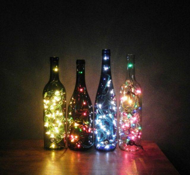 Cuatro botellas de distinto tama o con guirnaldas de luces - Lucecitas de navidad ...