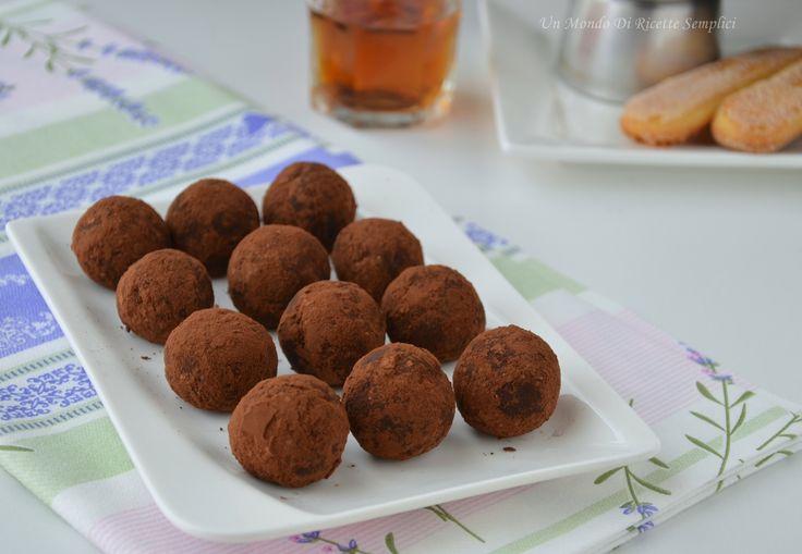 I tartufini al tiramisù sono dei dolcetti sfiziosi preparati senza l'utilizzo della uova. Si preparano in poco tempo e non necessitano di cottura in forno.