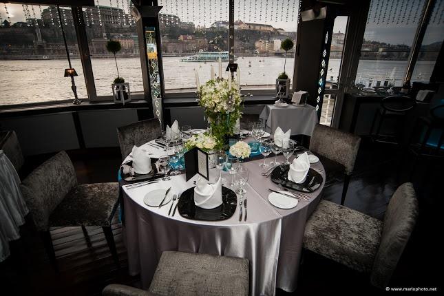 Spoon Budapest - Lounge room wedding setup