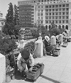 Η Αθήνα των 60s: Φωτο-βόλτα σε άλλες εποχές Λούστροι στο Σύνταγμα