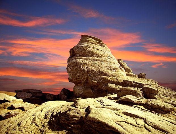 Sfinxul din Munții Bucegi este un megalit antropomorf situat la 2.216 m altitudine. Originea numelui Sfinxului este datorată asemănării sale cu un cap uman, mai exact cu asemănărea Sfinxului Egiptean, formarea lui fiind datorată eroziunii eoliene (vântului).