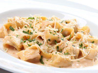 Receta de Raviolis de Cangrejo | Esta receta es una sencilla manera de hacer raviolis caseros con un relleno delicioso. Acompaña esta receta de una salsa de jitomate al vodka.