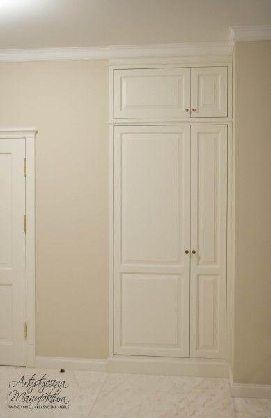 pralka ukryta w szafie w holu, meble w stylu angielskim na wymiar, built in closet with hidden washing machine, entry, hall ideas, Bespoke furniture - wykonanie Artystyczna Manufaktura