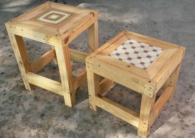 Banquetas com Ladrilho Hidráulico. Feitas com madeira pinus recicladas. Peça as suas agora !