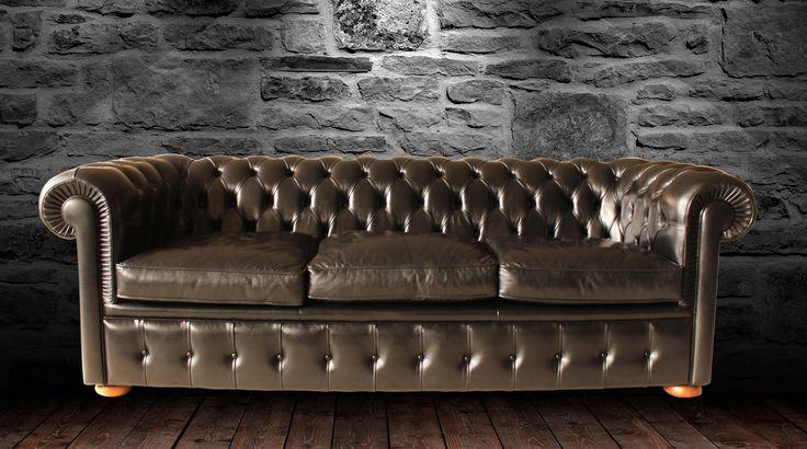 Sicuramente il Chesterfield è un'icona dell'arredamento mondiale, un classico che non passerà mai di moda. Adattabile a qualsiasi tipo di ambiente.
