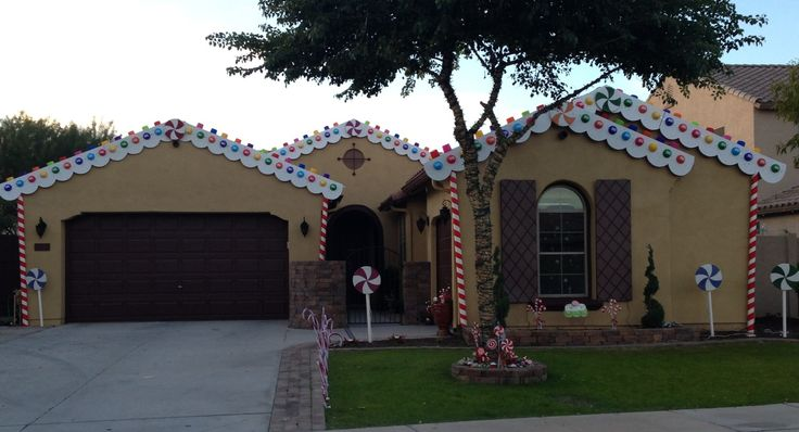 We turn our home into gingerbread house for christmas for Gingerbread house outdoor decorations