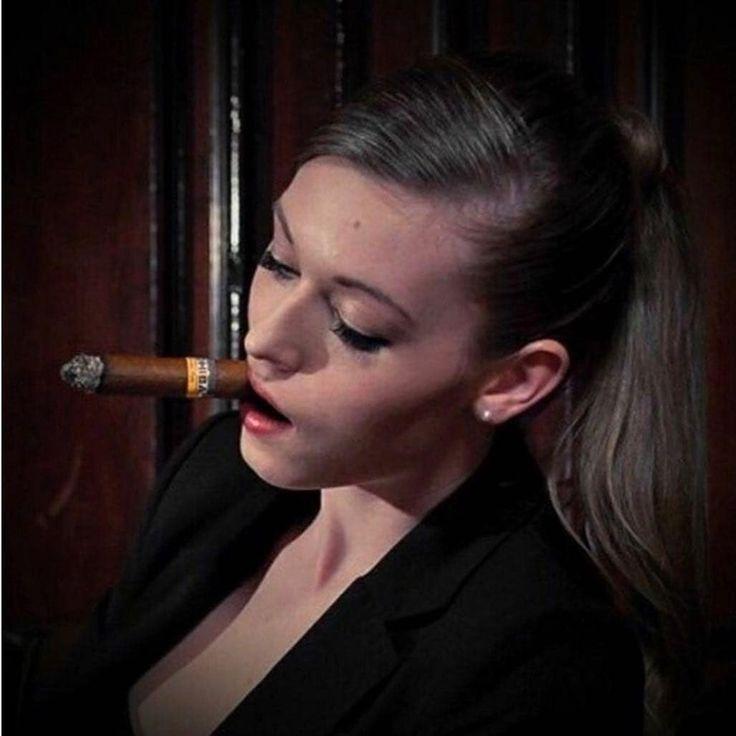 Video wife cigar smokes — pic 14
