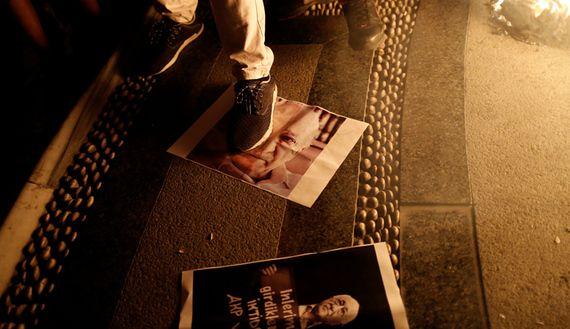 """Aprovechando el """"golpe de estado"""" Turquía ataca a los periodistas y refuerza vínculos con Rusia e Irán para apoyar a Assad en Siria (En Inglés) - http://diariojudio.com/noticias/aprovechando-el-golpe-de-estado-turquia-ataca-a-los-periodistas-y-refuerza-vinculos-con-rusia-e-iran-para-apoyar-a-assad-en-siria-en-ingles/209297/"""