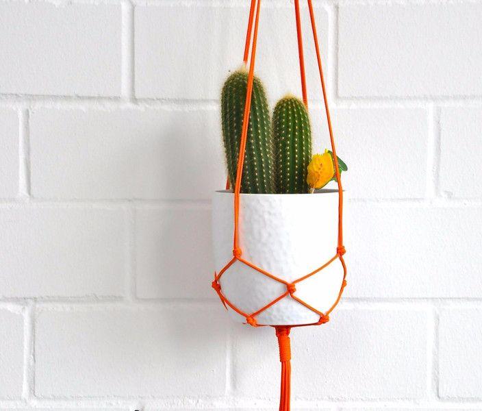Decoratie - 'Gina Ginger' Makramee Blumenampel in orange - Een uniek product van California-Dreaming op DaWanda