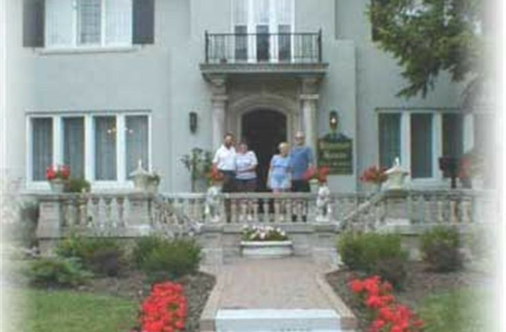 Hanover House Bed & Breakfast in Niagara Falls, New York | B&B Rental