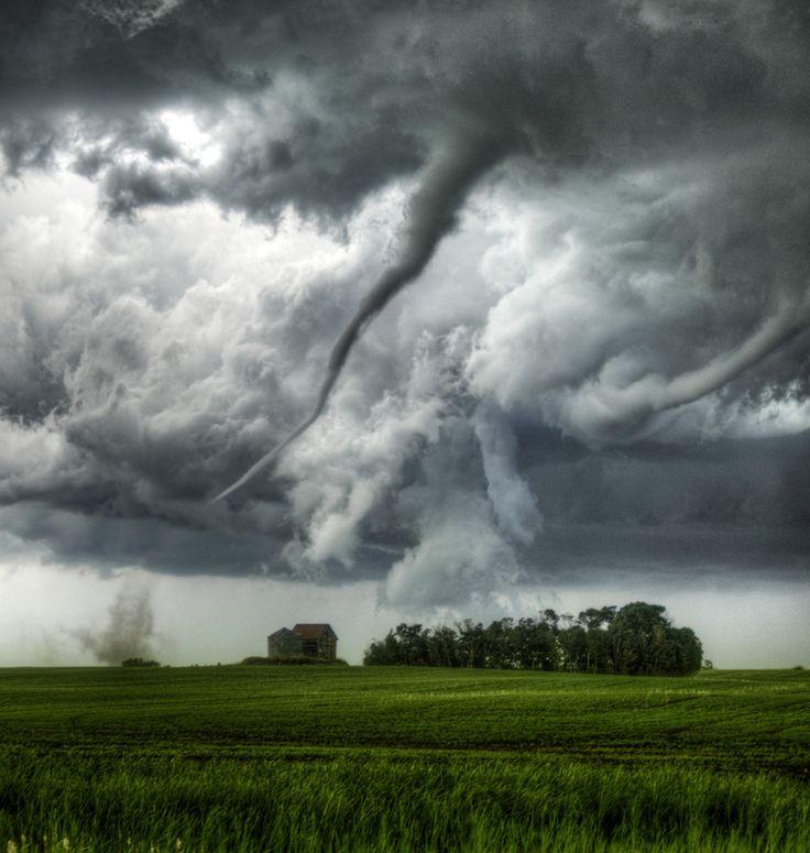 Tornado in Loreburn, Saskatchewan | Canada (by Robert Edmonds)
