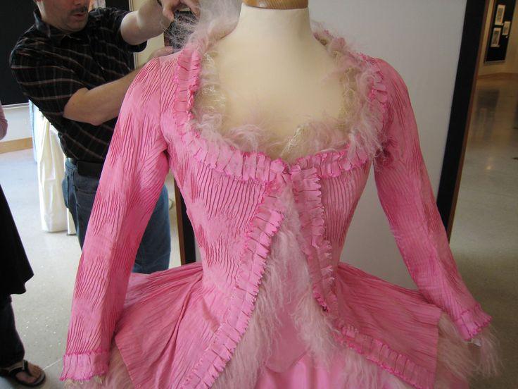 http://www.costumersguide.com/MA/grace/pink3.jpgBeautiful Mary, Maria Antonietta, Marie Antoinette, Dresses, Cotton Candies, Antoinette Era, Mary Antoinette, Pink3 Jpg 1024 768, Antoinette 2006
