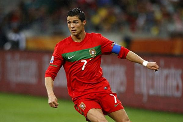 #CristianoRonaldo #spor #futbol #PortekizMilliTakımı #RaulMeireles #HugoAlmeida #JoaoMoutinho #RubenAmorim  Cristiano Ronaldo Yarınki Maçta Oyanayabilecek Mi
