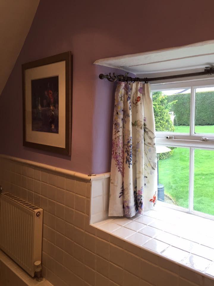Cute little bay window in a bathroom by Duo Interior Design