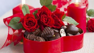 праздник, 14 февраля, святой Валентин, свечи, коробка, конфеты, сердечки, цветы, розы, красные