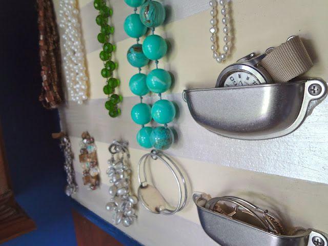 Hardly Housewives: Hardware Store Jewelry BoardDiy Ideas, Jewelry Display, Drawers Pulled, Hardware Stores, Hardware Jewelry, Jewelry Boards, Diy Jewelry, Jewelry Organic, Stores Jewelry