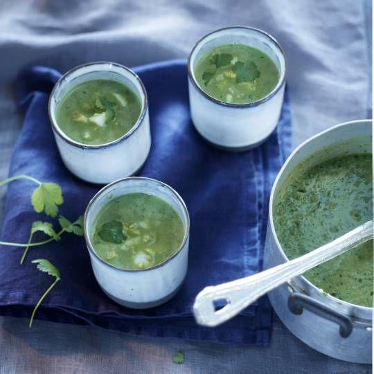 Vervang de spinazie door waterkers of rucola. Recept - Spinaziesoep met ei en koriander - Boodschappenmagazine