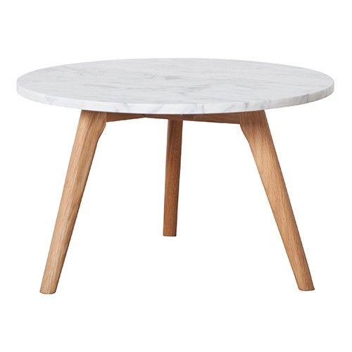 Dit tafeltje van Zuiver is gemaakt met hout en marmer: Een prachtige combinatie…
