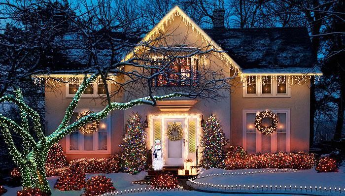 The perfect Christmas lights to illuminate your home at night.