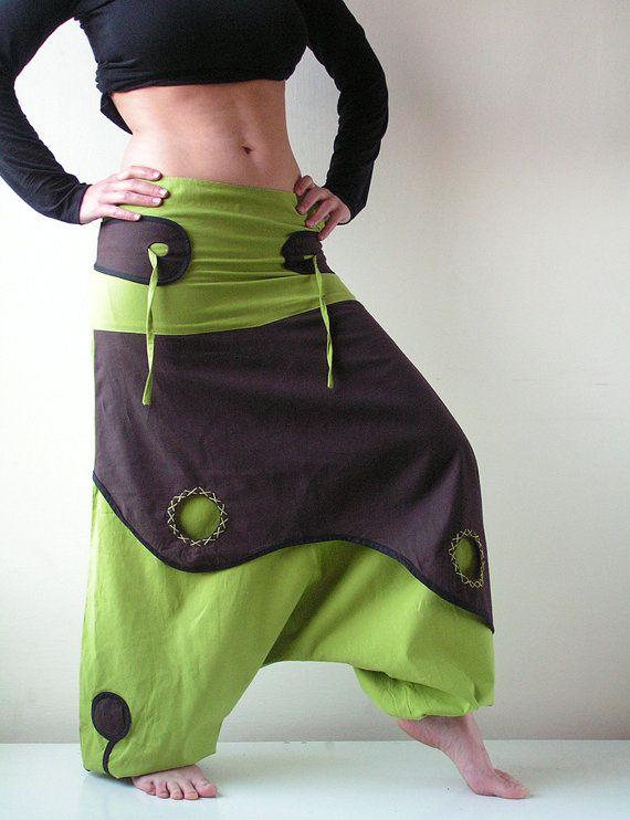 Aladdin Pantalones conocidos como pantalones de harén o pantalones afganos son muy cómodos.  ☆  100% algodón, cremallera lateral, elástico los tobillos.  ☆  UniSex.  Ropa perfecta para el partido, delirio, Festival y al aire libre.  Pantalones de harén similar con los colores inversos:  https://www.etsy.com/listing/118288529  ☆  MEDIDAS  UniSex  talla S  • Baja de cintura / caderas ~ 79 cm/31 en (ajustable) • Longitud de la pierna ~ 102 cm/40 en (ajustable)  talla M  • Baja de cintura…