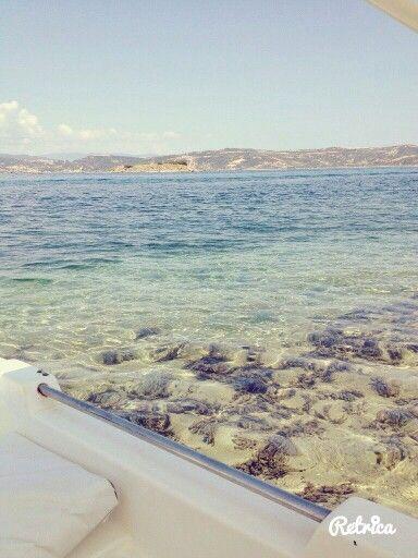 Ταξιδεύαμε με βάρκα και ανακαλυπταμε παραλίες