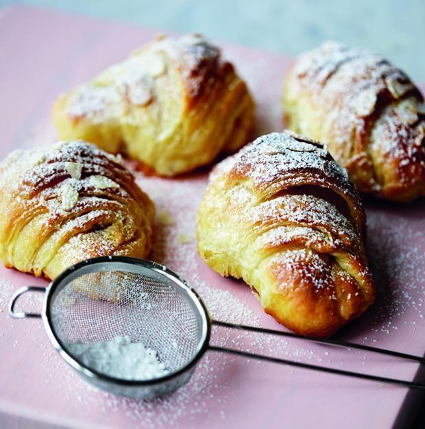 Franske croissanter med mørk chokolade | Spis Bedre