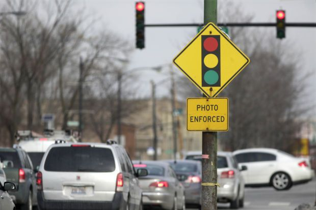 A Sign Warns Motorists Of The Presence Of A Red Light Camera In Chicago The Fight Over Red Light Cameras Has Landed In The Red Light Camera Light Red Motorist