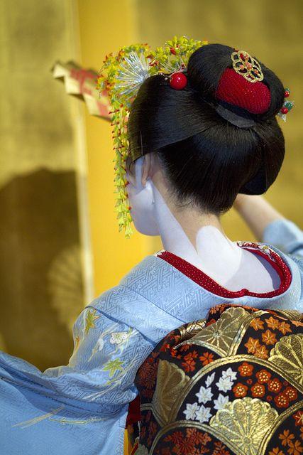 Japanese Geisha - Maiko Umechiho. Love her obi.