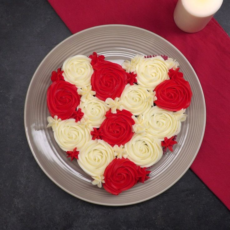 Got a Valentine's Day date with a sweet tooth or a gang of galentines to surprise? If you can make cupcakes, you can pull off this heart-shaped pull-apart cake!