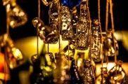 Trucos para convertir botellas de cristal en piezas decorativas | EROSKI CONSUMER