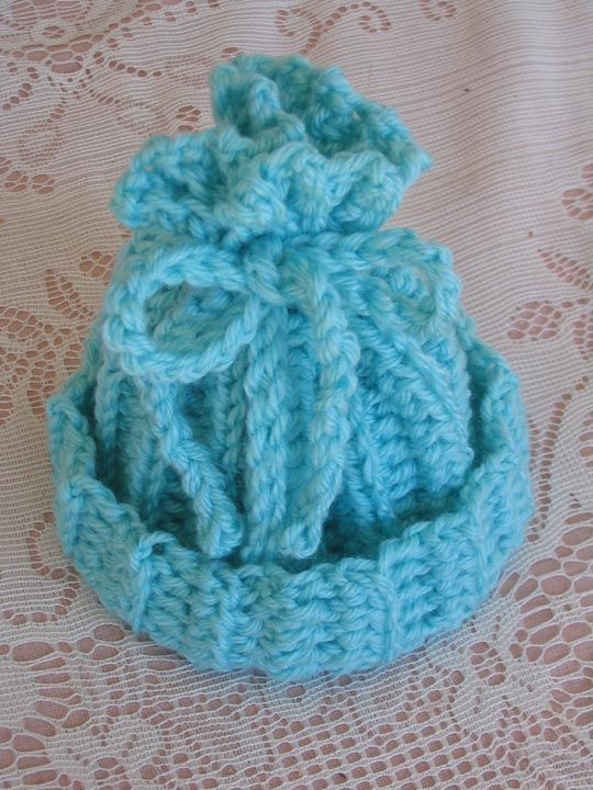Lots of free knitting and crochet patterns - mostly hats - some baby - afghans