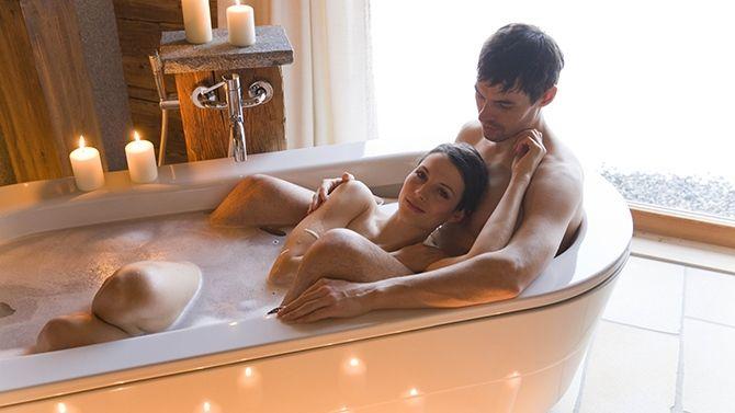 couple qui prend un bain