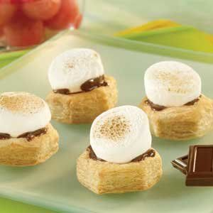 Puff pastry cups are filled with milk chocolate pieces and marshmallows and baked to ooey-gooey perfection. Give them a try, these s'mores are simply amazing! Comments