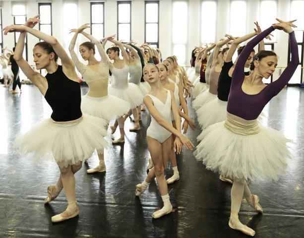 Ratmansky explains why his Swan Lake is arriving bigger and better at La Scala - Swan Lake white swans rehearsal - photo by Brescia and Amisano Teatro alla Scala