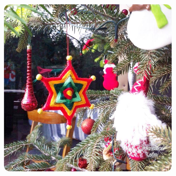 Mandala navideño! jj ////   Clases en Santiago de Chile ♥ Facebook: Mandalas Tejidos Francisca León ♥ Web: www. talleresdemandalas .cl ♥ correo: leon.francisca@ gmail. com ♥