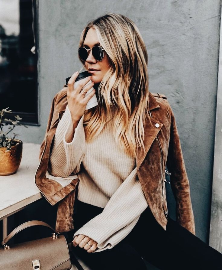 A suede jacket is a wardrobe MUST HAVE this fall. Its thick, warm and very trendy! | Stylish outfit ideas for fashionable women.