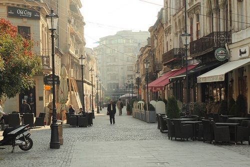 Imagine prin We Heart It #antique #bucharest #city #europe #indie #oldtown #photography #place #romania #street #sunshine #vintage
