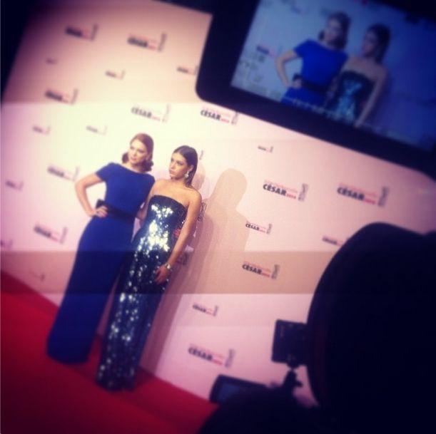 Lea Seydoux en #Prada et Adèle Exarchopoulos en #Dior sur le tapis rouge des #César